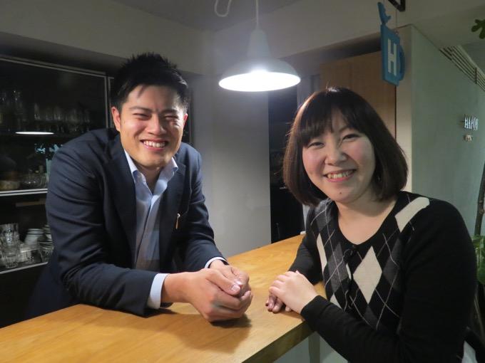 オフィスにて菅さん(左)と柴田さん(右)