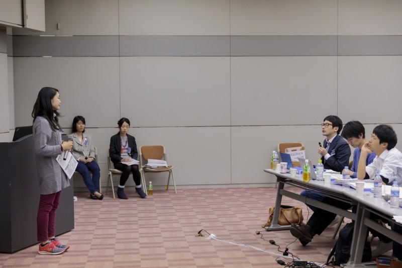 最終報告会で、渡部さんに問いを投げかけるメンター小野邦彦さん(株式会社坂ノ途中代表取締役)
