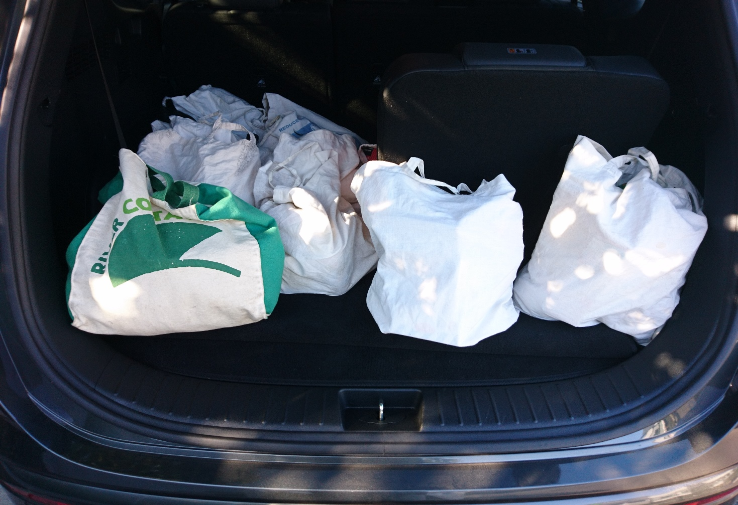Hyundai Santa Fe Highlander V6 Petrol boot with weekly shop