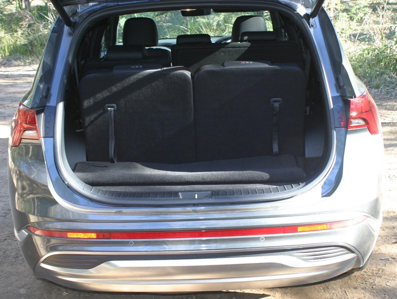 Hyundai Santa Fe Highlander V6 Petrol boot with third row seats up