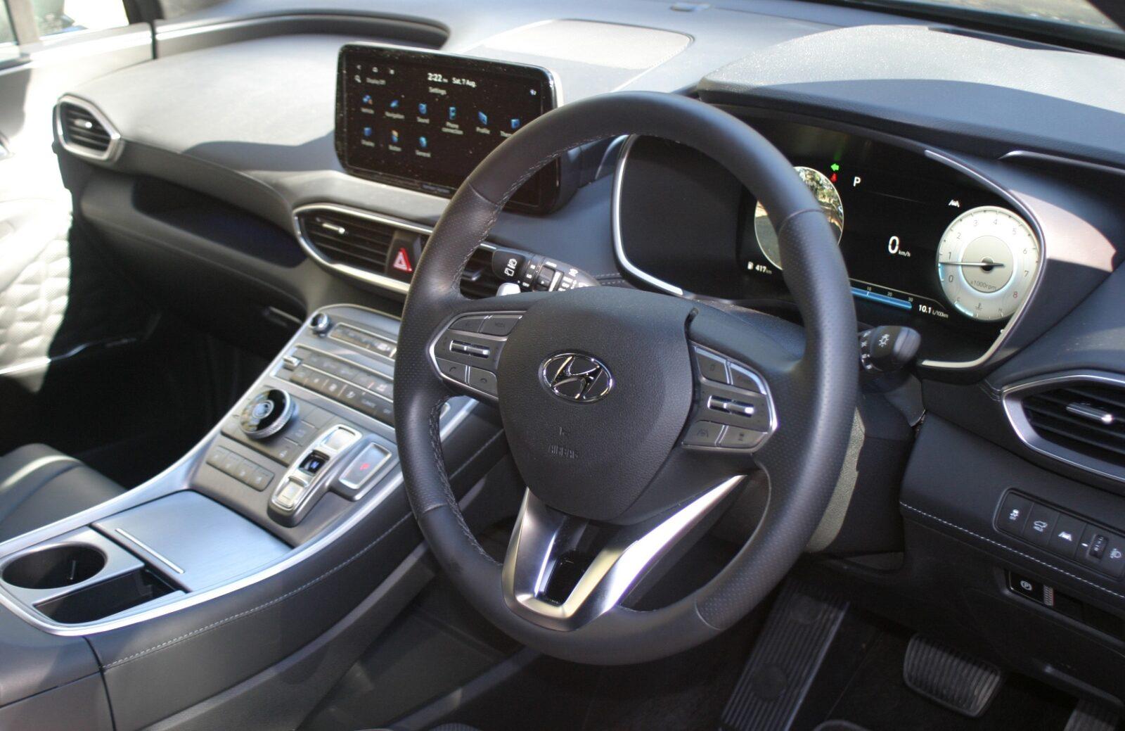 Hyundai Santa Fe Highlander V6 Petrol steering wheel