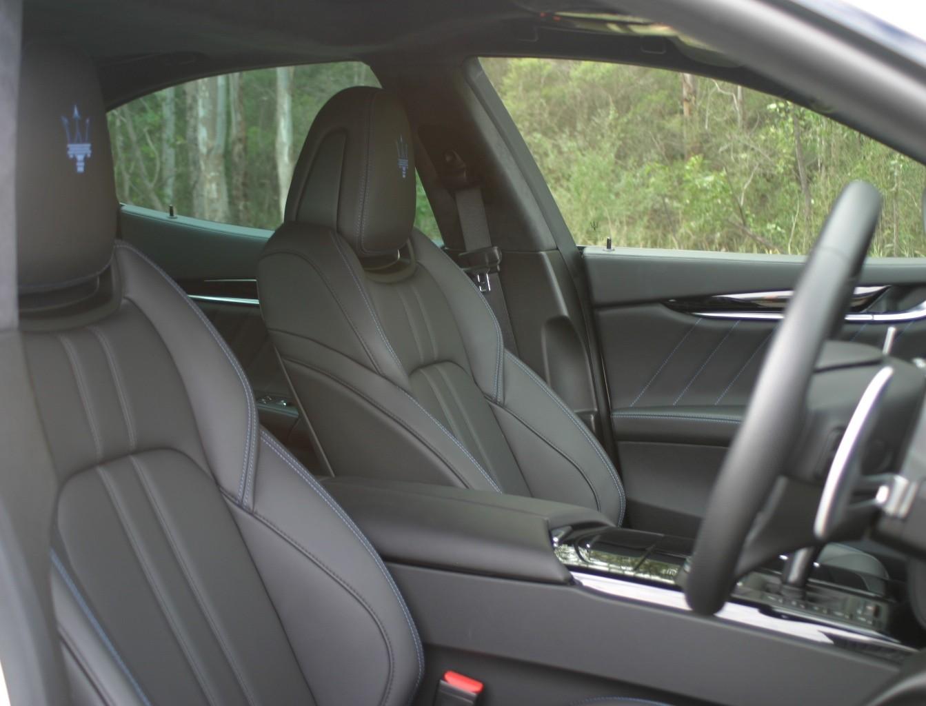 Maserati Ghibli Hybrid front seat