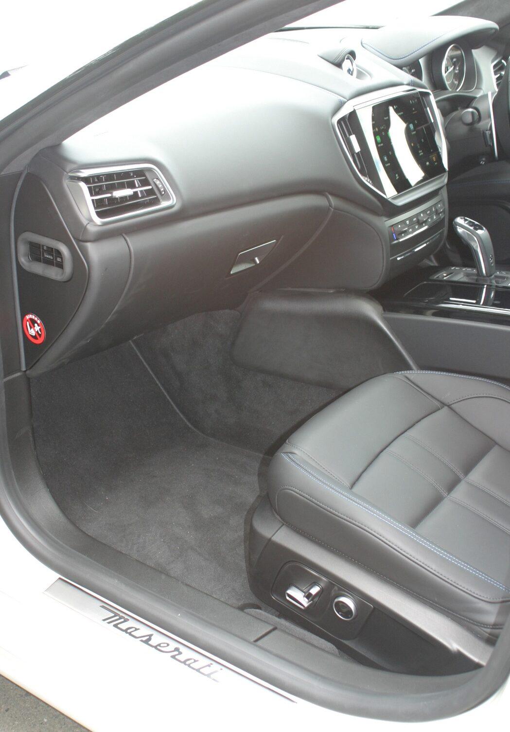 Maserati Ghibli Hybrid passenger seat