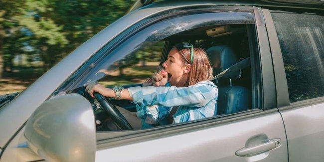Tired young woman - Ways to prevent fatigue -  Copyright: David Pereiras Villagr�