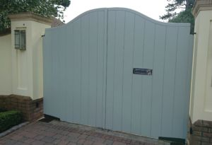 closed-boarded-driveway-gate