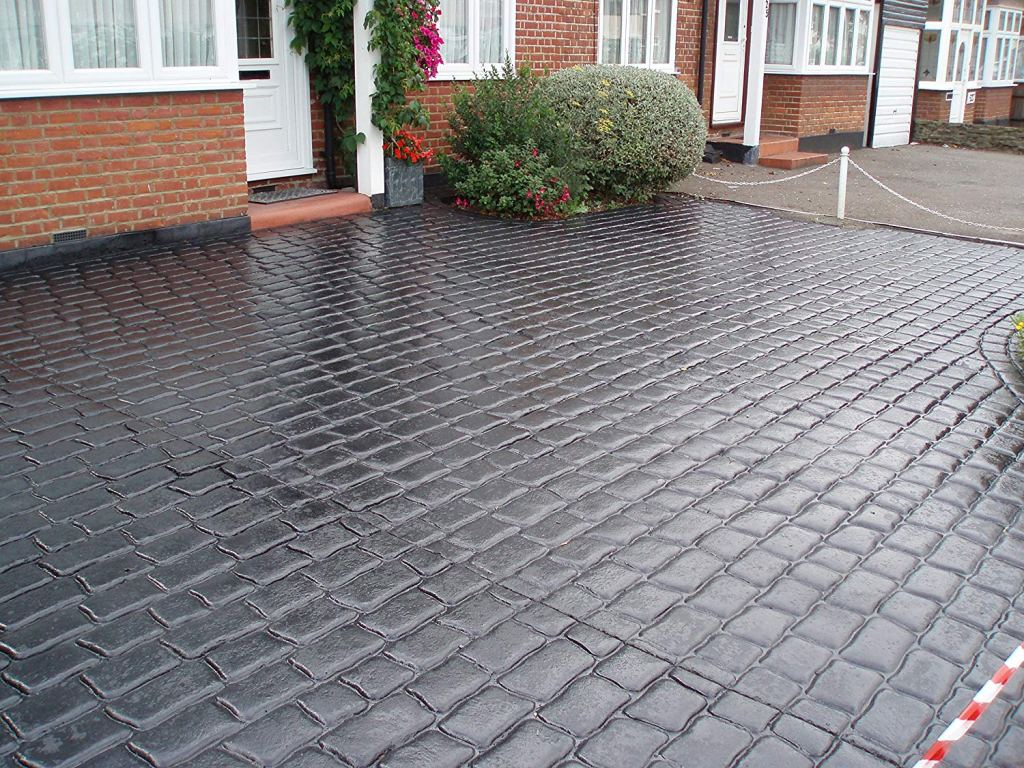 resealed driveway with Best Concrete Sealer for Pattern Imprinted Driveway used