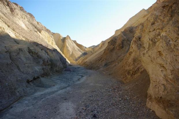 The canyon starts to narrow.