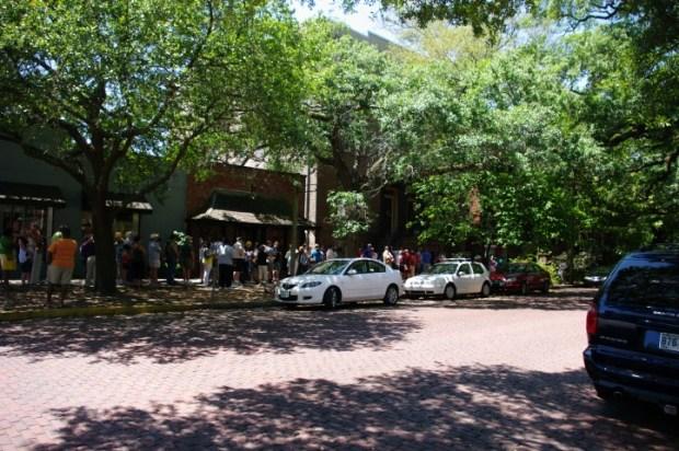 A line outside a more popular restaurant.