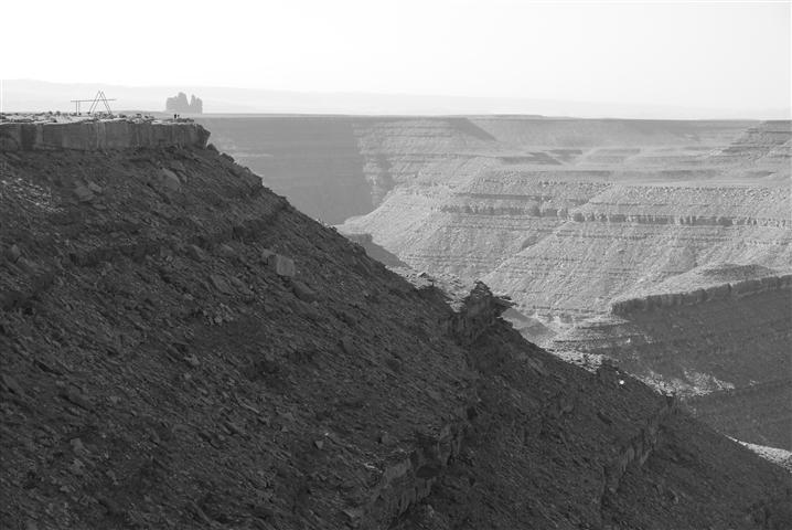 A couple tourists on the edge too.