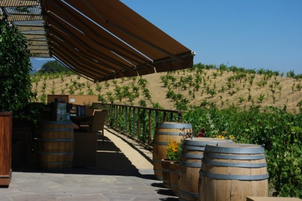 The outdoor tasting bar.