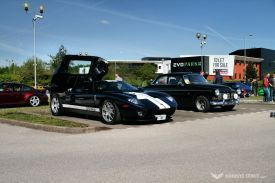 Car Cafe - GT40 and Amazon