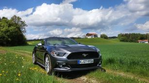Ford Mustang Convertible 2015 01