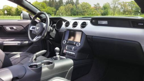 Ford Mustang Convertible Interior 2015 01