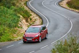 Ford S-Max Driving 02