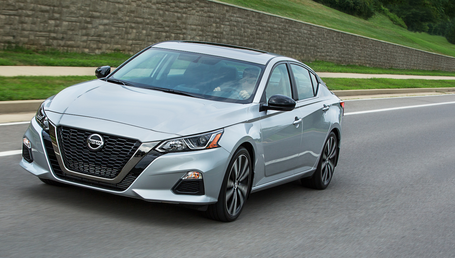 2019 Nissan Altima Expert Review: Doubling Down on Tech ...