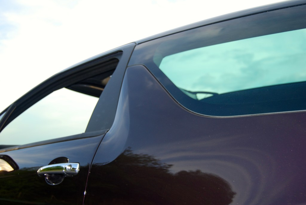 Gotta love the fin. Although I'd opt for a lighter body colour to make it stand out ds3 cabrio