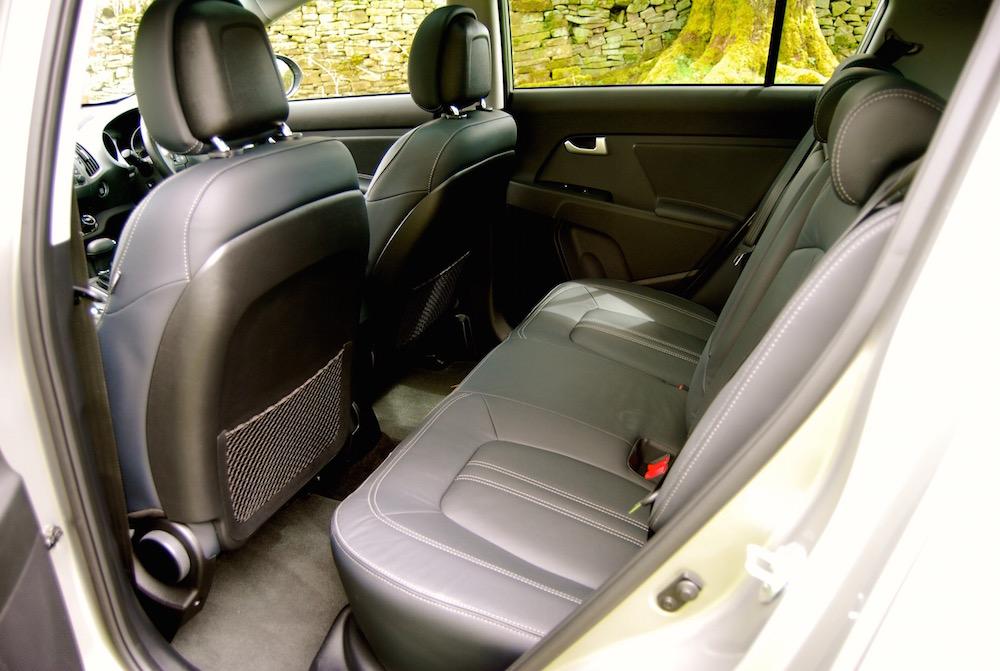 kia_sportage_rear_seats