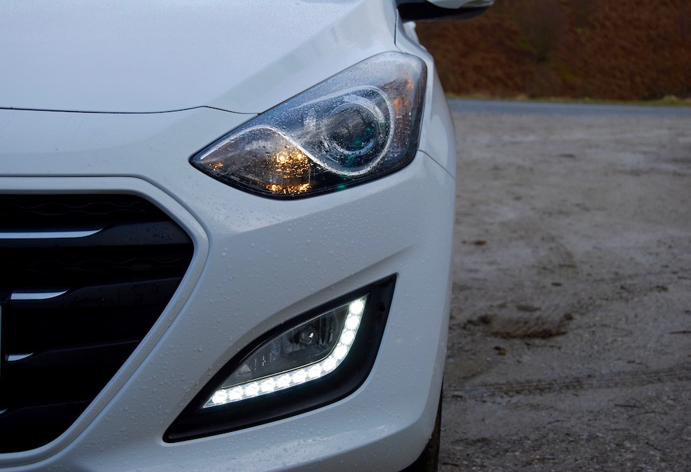 hyundai i30 white front light review road test