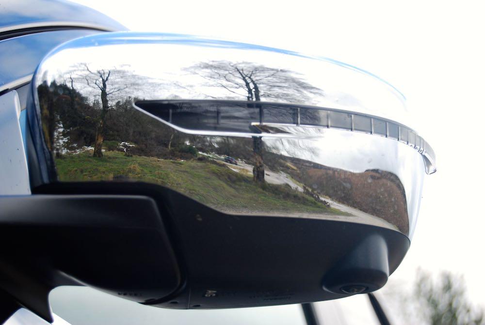 Nissan Navara Tekna door mirror