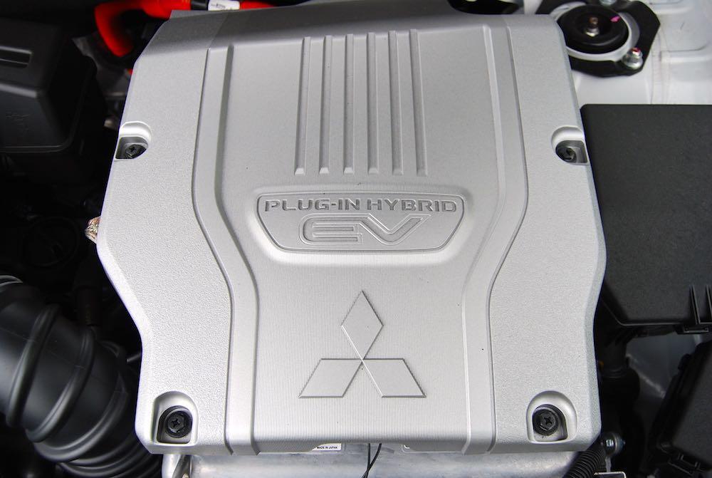 mitsubishi outlander phev engine