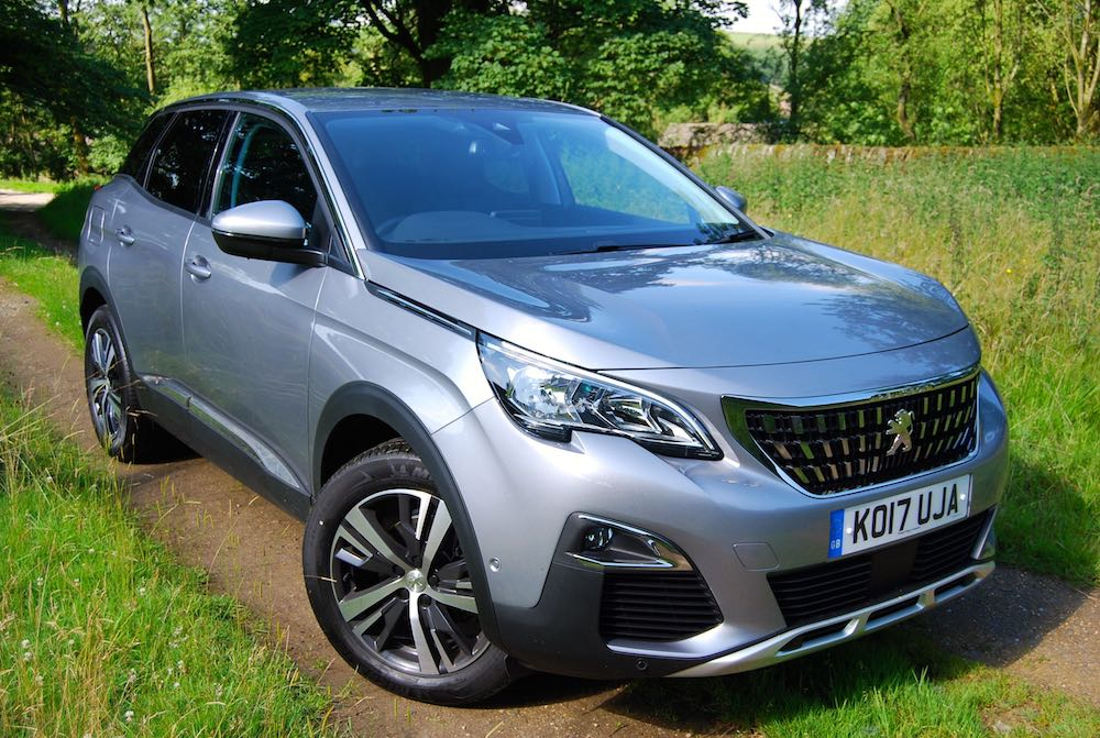 Peugeot 3008 silver front side