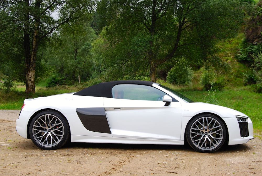 Audi R8 Spyder white roof up