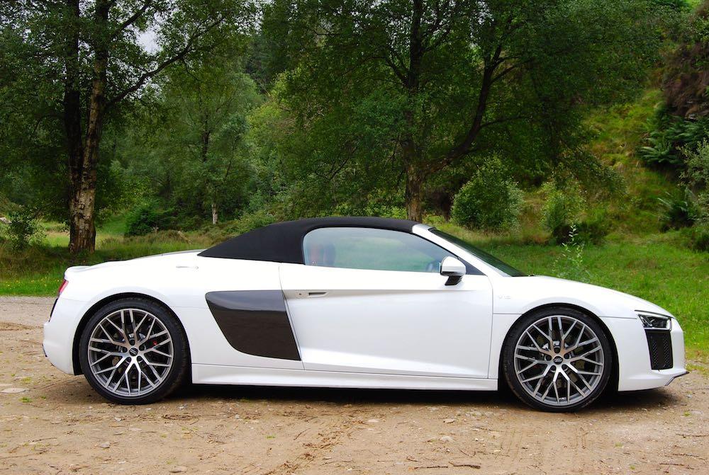 Audi R8 Spyder white roof up