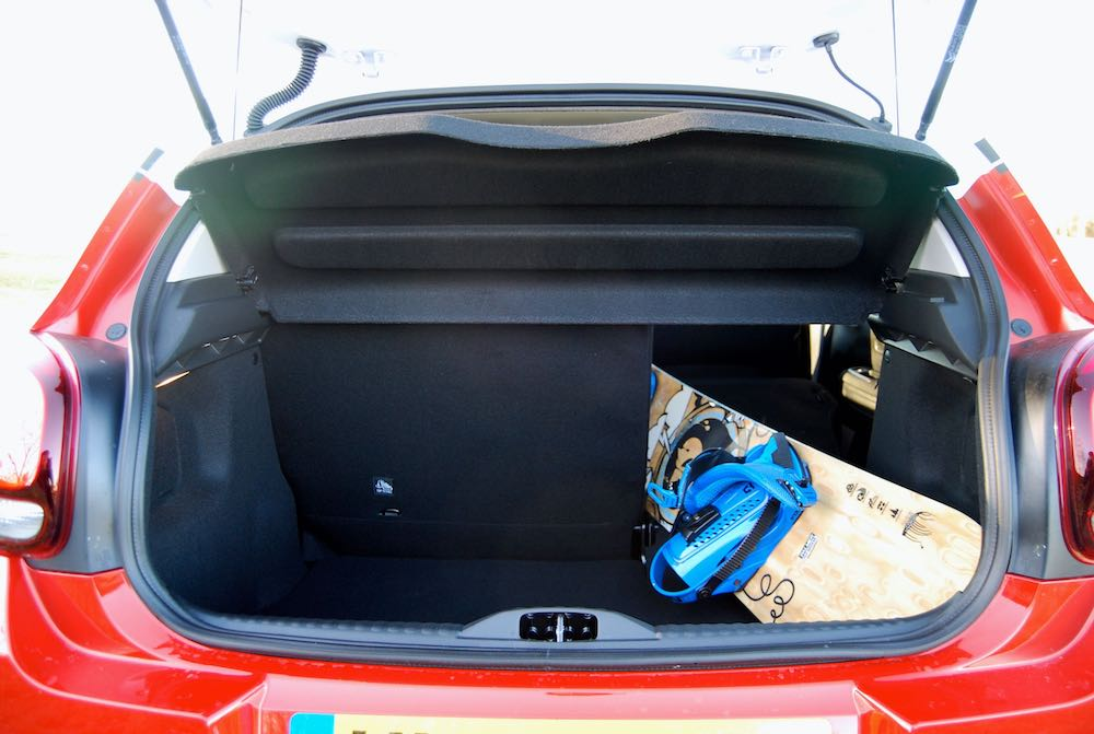 Citroen C3 boot with snowboard