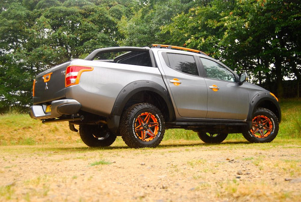 mitsubishi l200 barbarian svp 2 grey rear side