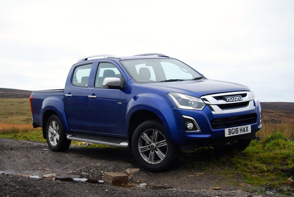 isuzu d-max utah blue front side review roadtest