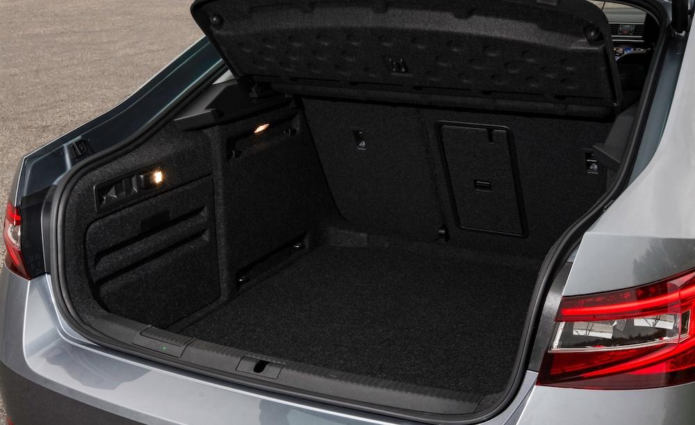 2019 skoda superb hatch boot trunk review roadtest