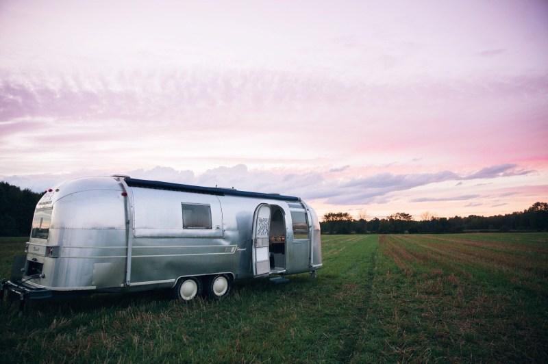 airstream-dreams_t20_JlZYw9