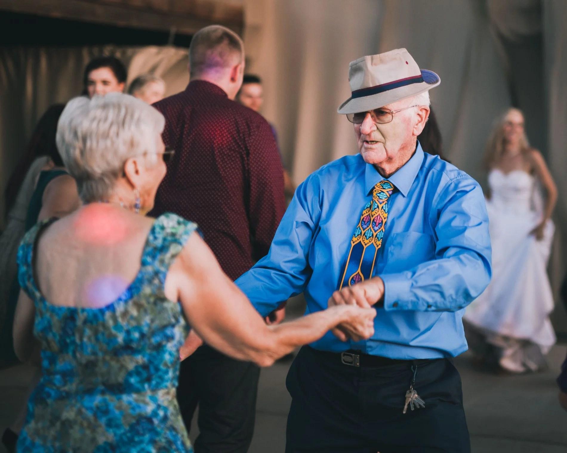 two-seniors-dance-on-the-dance-floor_t20_LA4WBn