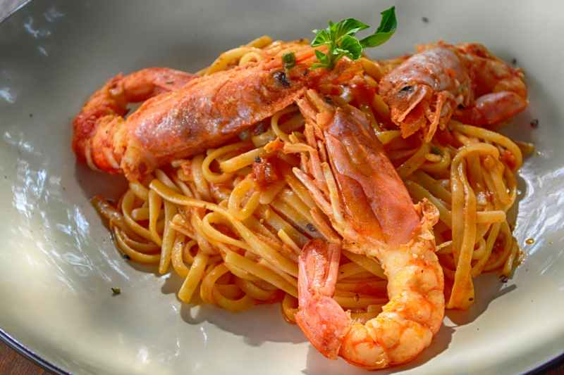 cooked shrimp with noodles