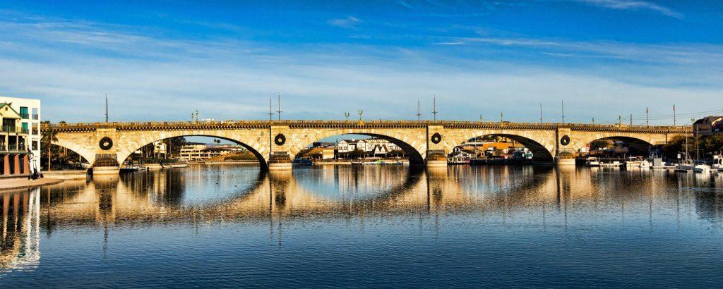 Far away image of London Bridge.