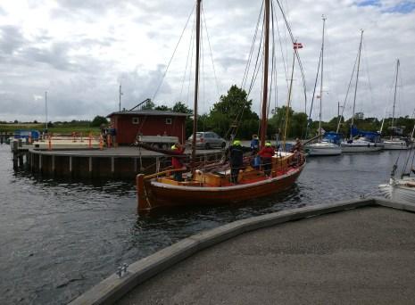 Tysk drivkvase står ind i Dybvig Havn. Foto: Svend Aage Christensen