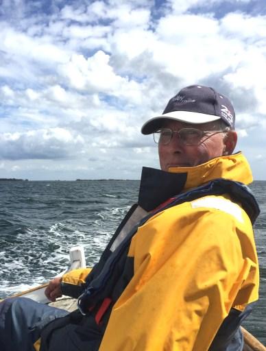 Kapsejlads. Otto Vornøe ved roret. Foto: Hanne Hollnagel
