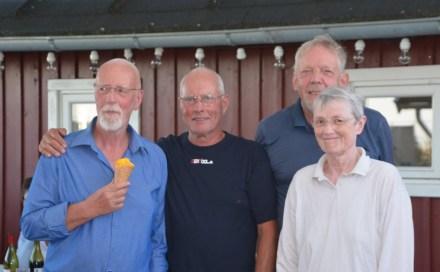 Tærø Rundt 2018. Præmieuddeling. Christian Rosdahl, Otto Vornøe, Sten Lyngbo og Hanne Hollnagel. Foto: Karen Lyager