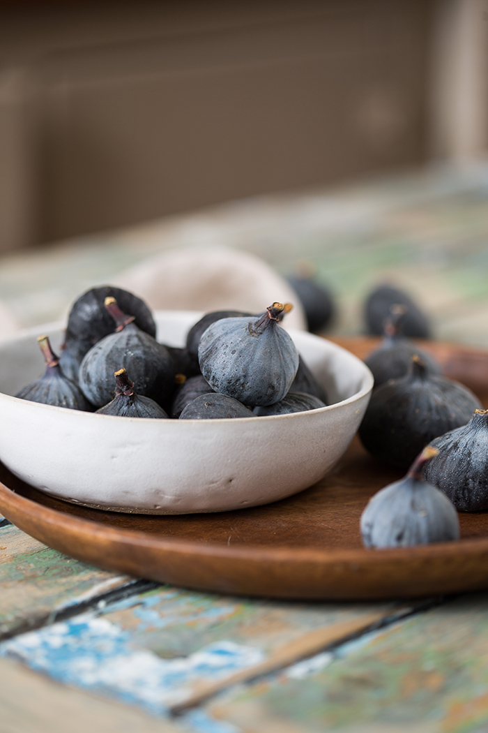 Fresh figs for vanilla ice cream with honey roasted figs