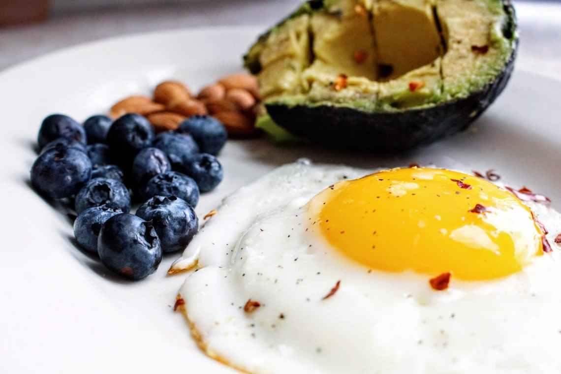 egg near blueberries