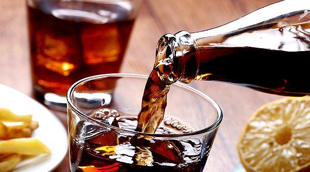 refrigerante-garrafa-1 Alimentos Proibidos Para Quem Quer Emagrecer no Verão