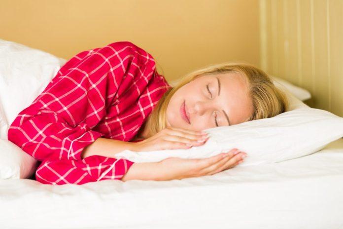 sleeping-woman-1489600204BQ8-1024x683 Dormir Pouco Engorda? Mito ou Verdade?
