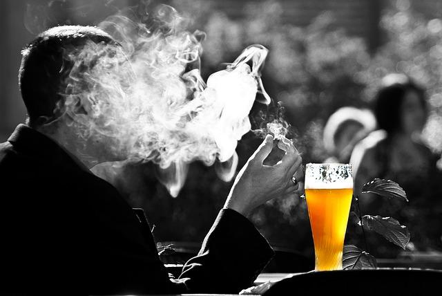 man-2181478_640 Cerveja Engorda Mesmo? Evite a Bebida Neste Verão