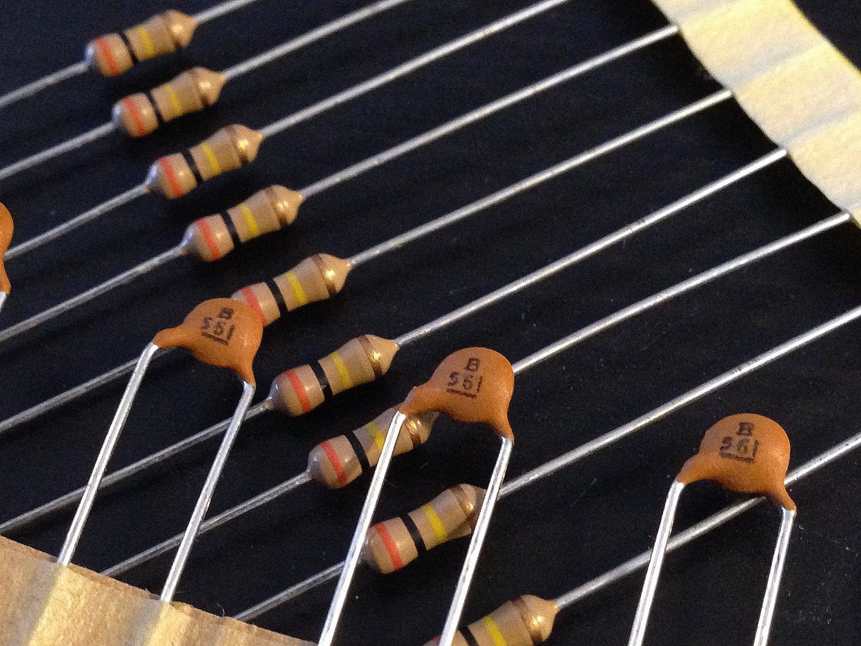 hight resolution of as a reference resource i have collected the treble bleed capacitor and resistor combinations recommended by many major guitar pickup manufacturers and