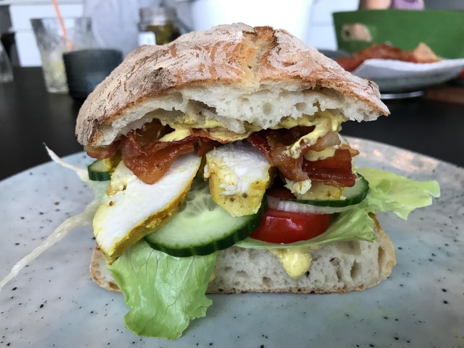 opskrift Club sandwich med kylling og karrydressing clubsandwich sådan laver du lave din egen lækker lækre sandwich med kylling ciabatta ciabattabrød