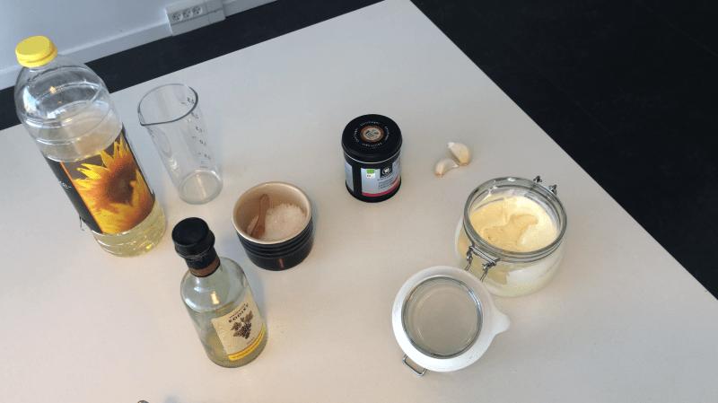 Hvidvinseddike, chili og hvidløg hjemmelave aioli opskrift