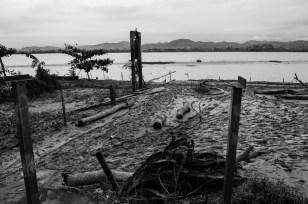 Bến sông quê khi bão đi qua Ruined ben river after storm