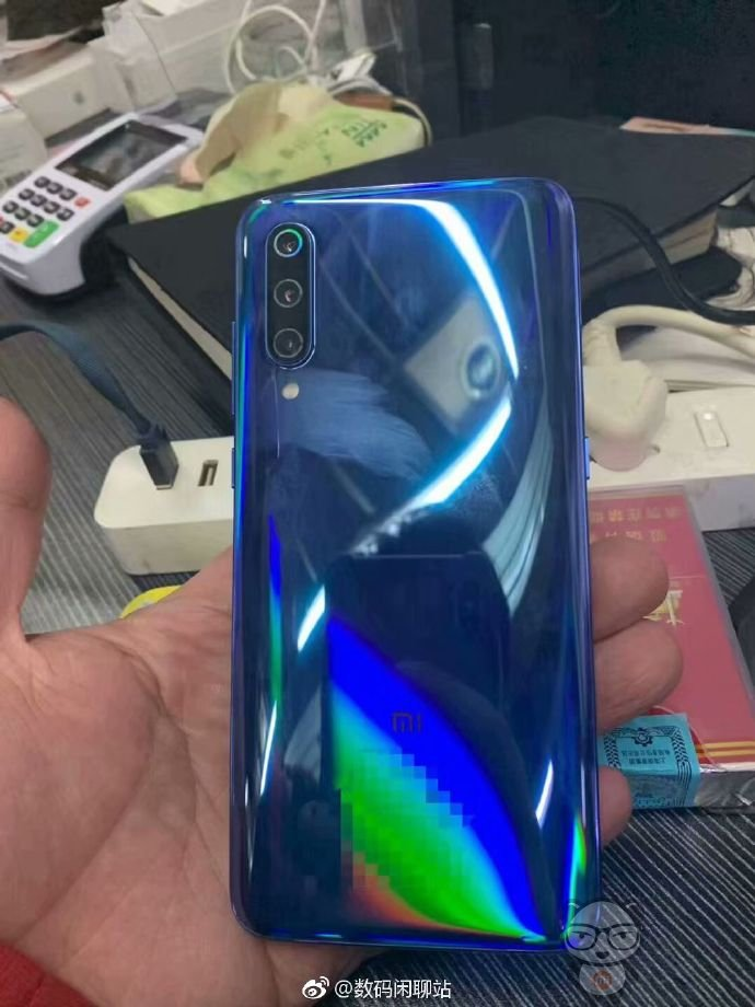 Xiaomi Mi 9 hands-on images reveal a waterdrop notch & triple cameras 6