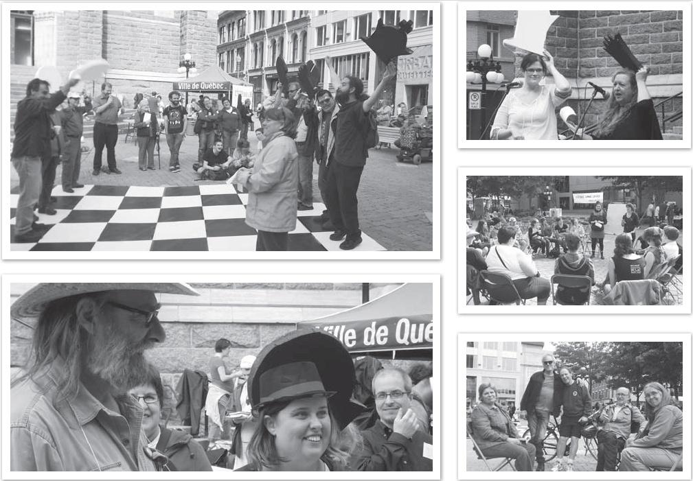 Montage de cinq photos: 1) jeu d'échecs grandeur nature où les gens s'amusent comme des fous ; 2) Christian Loupret (chapeau de paille), Marie-Ève Duchesne (chapeau haute forme), Michaël Lessard (souriant); 3) Christina Guillot-Blanchet (déguisée en reine blanche du jeu d'échecs) et Cheryl Ann Dagenais (déguisée en reine noir); Photos 4 et 5 sont des ateliers extérieurs, donc des chaises dehors et des gens.