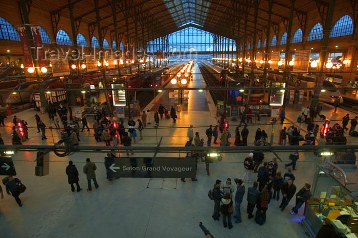 Un bb nat au milieu de la Gare du Nord  Paris  Drles de mums